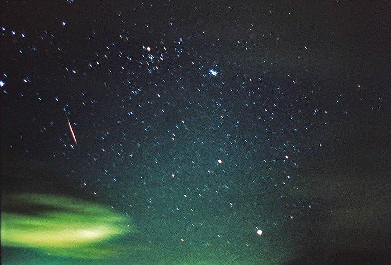 Bright Leonid meteor