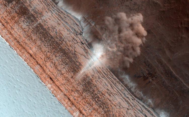 Avalanche on Mars