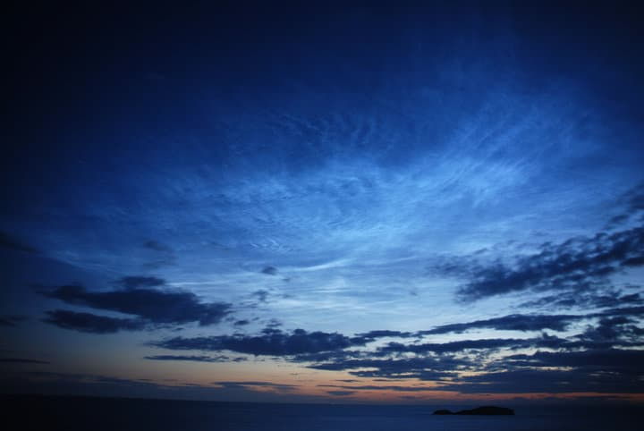 A display of noctilucent clouds (BBC)