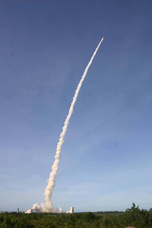 Ariane 5 rockets skyward