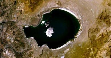 Mono Lake viewed by Landsat satellite