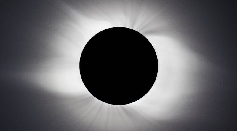 A total eclipse photographed in 2008 by Anthony Ayiomamitis