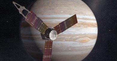 How Juno will appear in orbit around Jupiter (NASA)