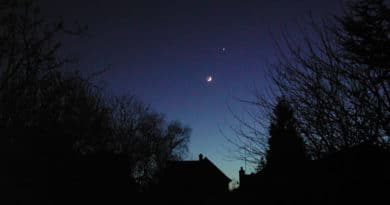 The Moon and Venus on show as night falls