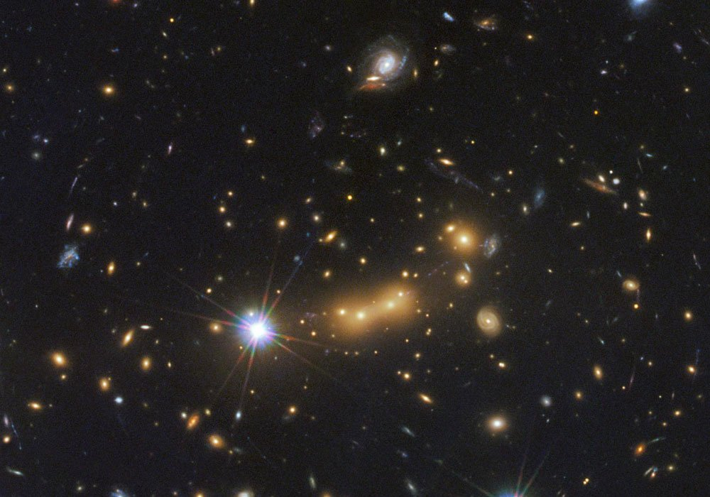Galaxy cluster imaged by Hubble