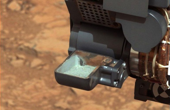 Curiosity's scoop holds the first sample of powdered rock extracted by the rover's drill