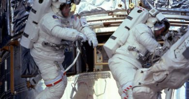 Michael Foale spacewalking