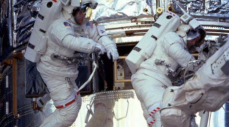 Michael Foale spacewalking