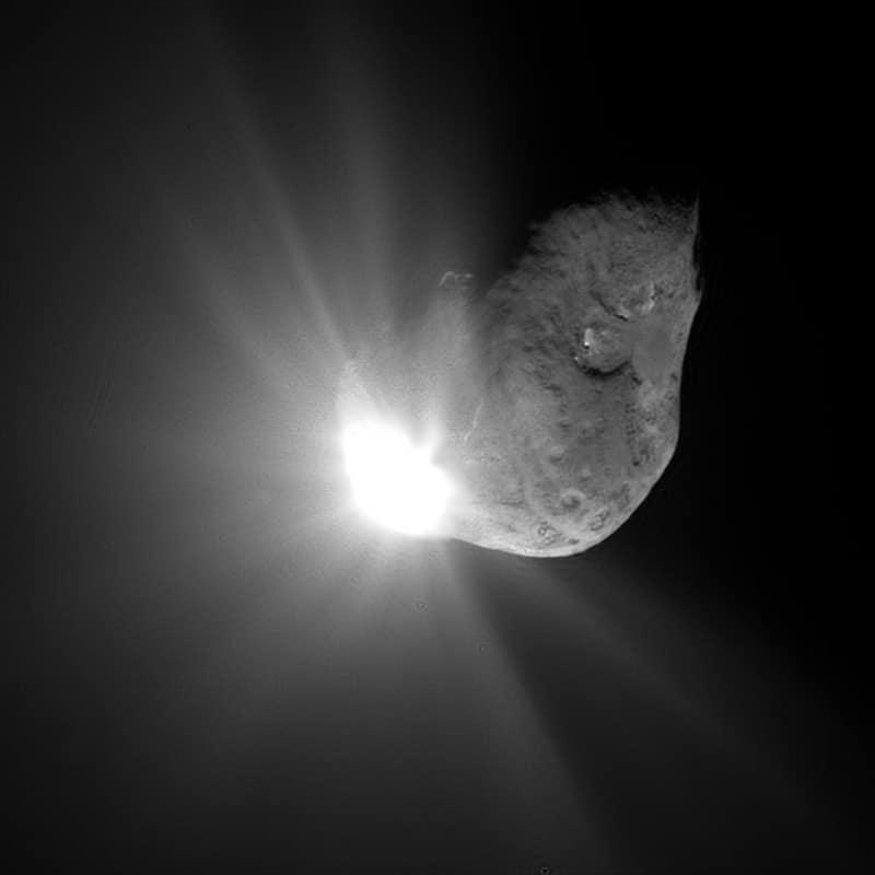 The impact blast on Comet Tempel 1